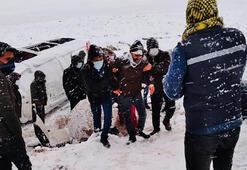 Son dakika... Diyarbakırda iki minibüs devrildiği kazadan görüntüler