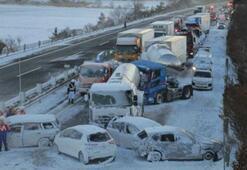 Korkunç kazada onlarca araç birbirine girdi