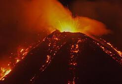 Son dakika Etna Yanardağında korkunç patlama Lavlar geceyi aydınlattı...
