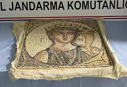 Satmaya çalıştıkları 2 bin yıllık mozaik ile yakalandılar