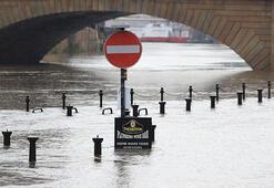 Christoph Fırtınası alarmı: 2 bin ev tahliye edildi