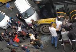 İstanbul'da dehşet anları Otobüs şoförü ve oğlunu darp ettiler