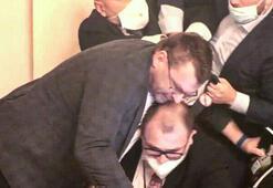 Mecliste mikrofon kavgası Birbirlerine girdiler...