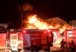 Son dakika İstanbulda korkutan yangın: Alevlere teslim oldu