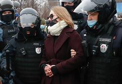 Rusyada binlerce kişi Navalnyni tutuklanmasını protesto etmek için sokağa çıktı