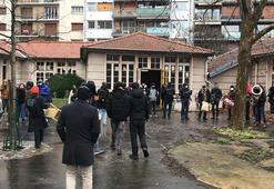 Pariste soğukta kalan yaklaşık 150 göçmen ve mülteci kendilerini okula kapattı