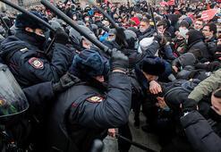 Rusyada protestolara katılan muhaliflere ceza yağdı