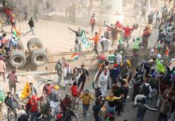 Hindistanda traktörlü çiftçiler polisle çatıştı