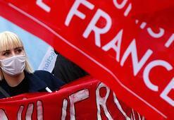 Fransada öğretmen ve okul hemşireleri greve gitti