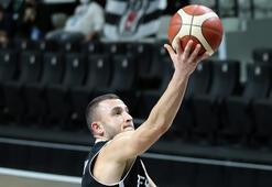 Beşiktaş kaptanı Mehmet Yağmur, gençlerle oynamanın keyfini yaşıyor