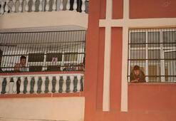 Adanada korku dolu anlar Kurtarılmayı beklediler