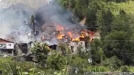 Artvin'de korkutan yangın! Ahşap evlere sıçradı