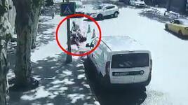 Cipin çarptığı motosikletteki iki kişi metrelerce böyle sürüklendi