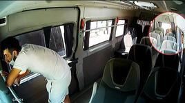 Minibüsün arka koltuğunda saklandı, şoför inince paraları çaldı
