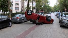 Ara sokakta ters dönmüş otomobili görenler gözlerine inanamadı