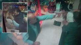Sultangazi'de dehşet! Rakip marketçinin kafasına silah dayadı