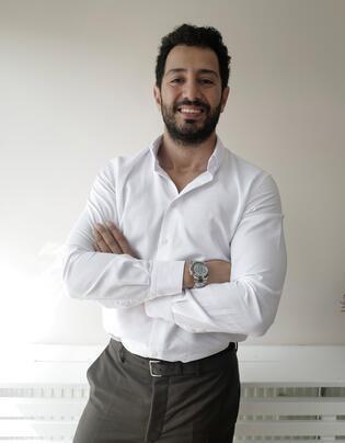 Dr. Cem Hamidi anlattı: Çene hattı estetiği hakkında her şey