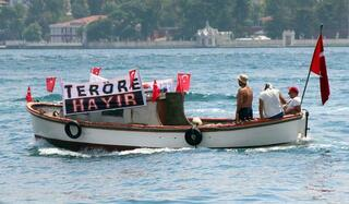 2 bin 500 tekne İstanbul Boğazı'nda terörü lanetledi