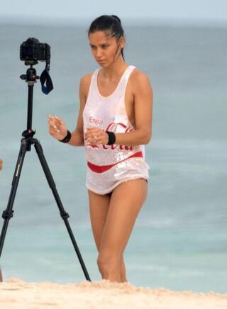 Adriana Lima reklam çekiminde