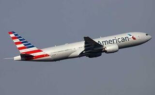 Havaalanında fenalaşan otizmli gence yardım etmek için uçağa binmeyi reddeden kahraman