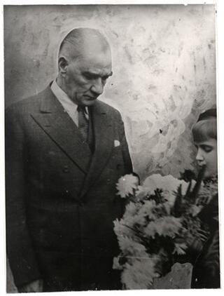Atatürkün çocuk sevgisi Genelkurmay arşivlerinde