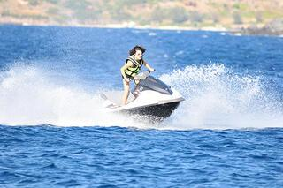 Jet-skiyle şov yaptı