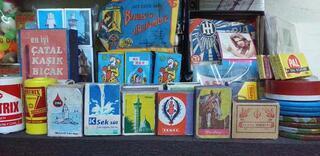 Bu bakkaldaki ürünlerin hepsi 1970lerden kalma