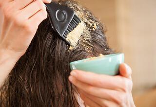 Saçları doğal yöntemle düzleştirmenin yolları