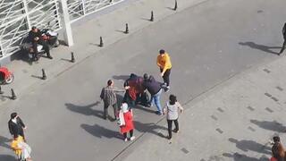 Taksimde bir garip olay Eski sevgililer birbirine girdi