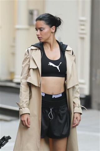 Adriana Lima ringe çıktı