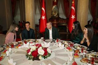 Mesut Özil, Dolmabahçedeki iftara katıldı