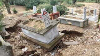 Bazı mezarlar açıldı, bazıları da söküldü