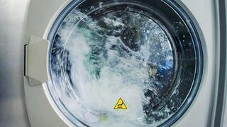 Kimyasal kullanmadan sararan kıyafetleri beyazlatmanın 6 yolu