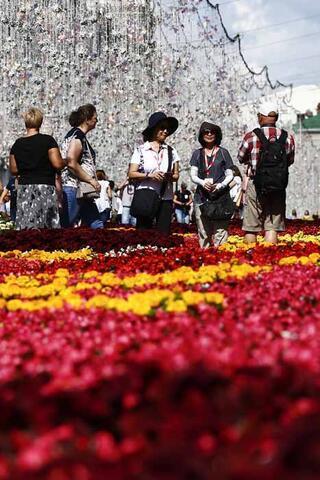 Tarihi meydan çiçek bahçesine döndü