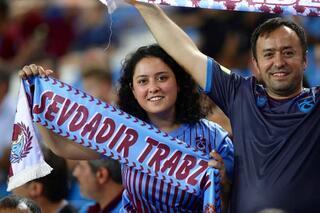 Trabzonspor tribünlerinde renkli görüntüler