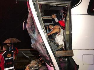 Son dakika | Yolcu otobüsü ile kamyon çarpıştı