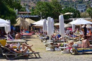 Bayram tatili bitti ama... Plajlar onlara kaldı