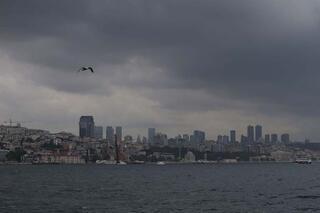İstanbulda gün ortasında hava karardı