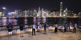 Görüntüler Hong Kongtan 45 kilometrelik insan zinciri oluşturdular