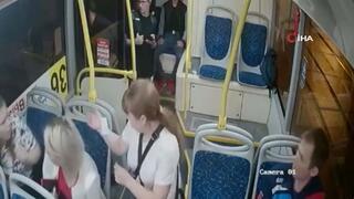 Otobüsten atılan sarhoş yolcu kadınları hedef aldı