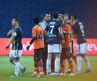 Başakşehir - Fenerbahçe maçında gerginlik
