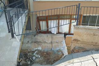 İstinat duvarı çöktü 28 aile geceyi başka bir yerde geçirdi