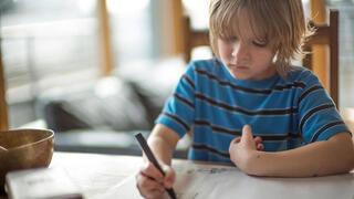 Çocuklardaki duruş bozukluklarını engellemenin 7 yolu