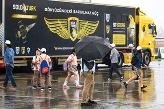 Yağmura aldırmadılar, oraya akın ettiler