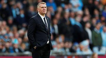 Aston Villa'yı çalıştıran Dean Smith'in babası koronavirüsten yaşamını yitirdi