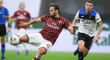 Hakan Çalhanoğlu yine gol attı! Milan, Atalanta ile yenişemedi...