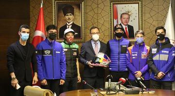 Bakan Kasapoğlu'ndan genç motor sporcularına övgü
