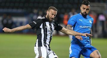 Son dakika - Beşiktaş'ta sakatlanan Cenk Tosun sedye ile oyundan çıktı!