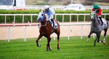 At yarışlarında 59'uncu TBMM Koşusu'nun galibi Hızlı Ahmet oldu