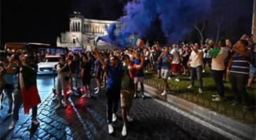 İtalya'nın finale çıkması Roma'da coşkuyla kutlandı